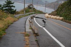 中越沖地震5ヶ月後-3