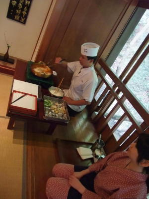 天ぷらを揚げる様子