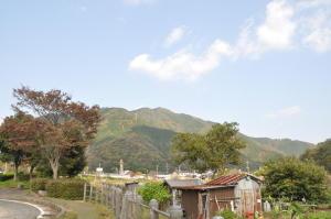 道の駅やぶから山を望む